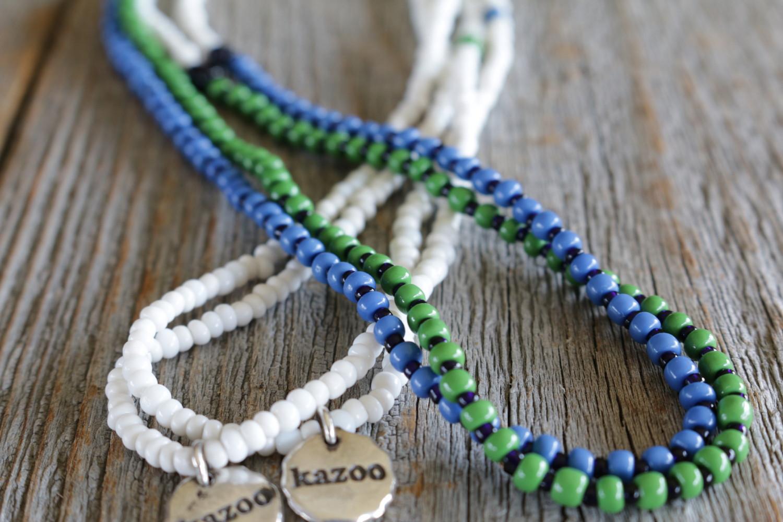 ビンテージ ベネチアン ビーズを使って制作した、新作のロングネックレス。ブルーとグリーンの2色で展開。