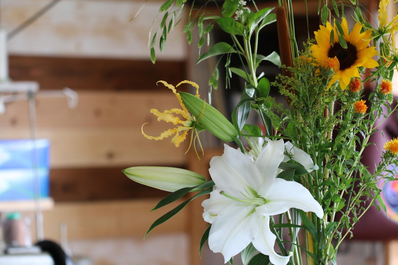 アトリエに飾られている花