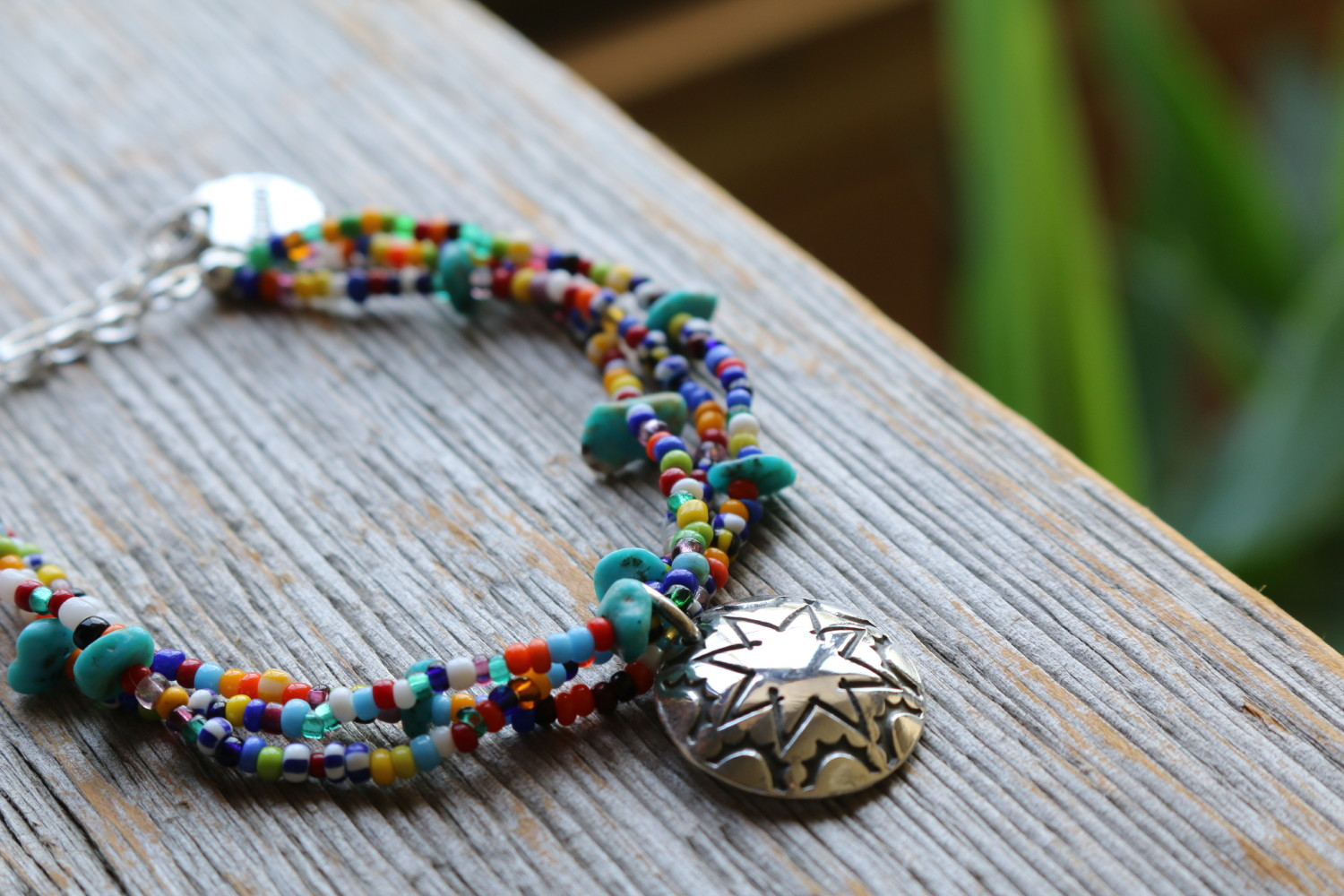 MORNING STAR CONCHO と様々な種類の VINTAGE BEADS のブレスレット。