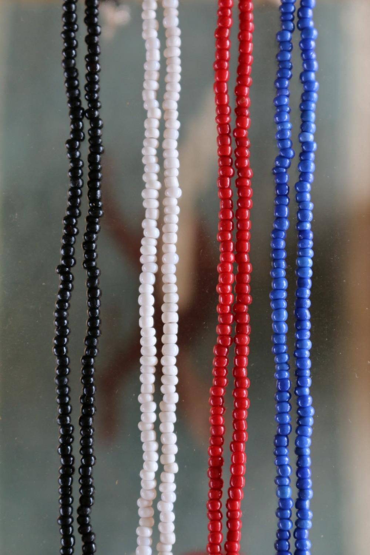 Vintage Venetian Beads Long Necklace はBLACK,WHITE,RED,BLUEの4色展開。
