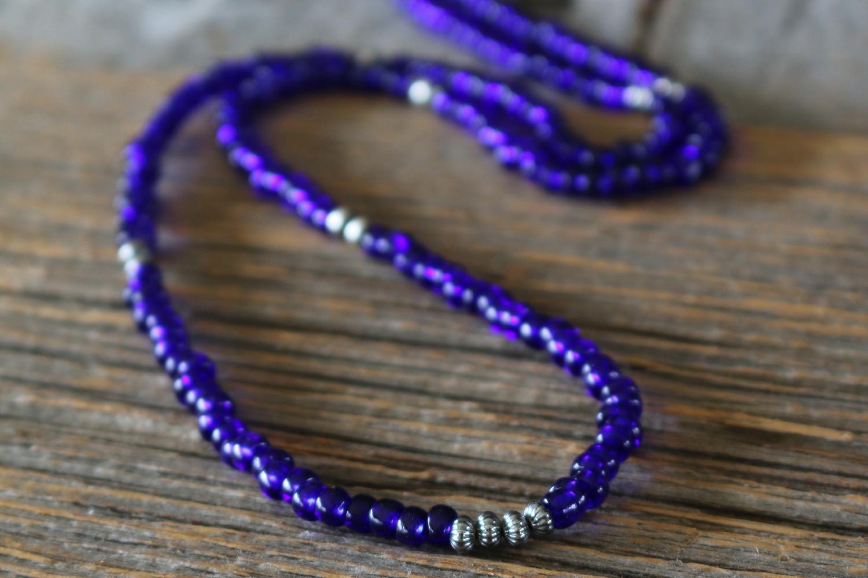 Royal Blue のネックレスは Royal Blue からのオーダー